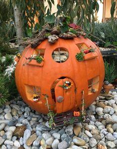 Best 12 27 Halloween Kids Crafts die niedlicher als Spooky sind – SkillOfKing. Halloween Diorama, Halloween Fairy, Halloween Tags, Holidays Halloween, Halloween Pumpkin Designs, Diy Halloween Decorations, Halloween Pumpkins, Yeux Halloween, Pumpkin Fairy House