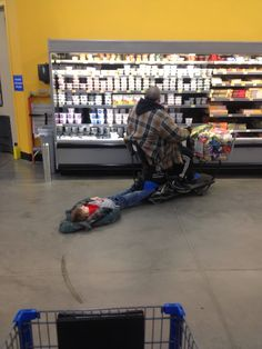 Here is awesome photo collection of funny people that grace us with their presence at Wal-Mart. Don't miss funny people of Walmart. lol - Page 7 of 30 People Of Walmart, Meanwhile In Walmart, Only At Walmart, Stupid People, Crazy People, Strange People, Walmart Kids, People People, Strange Things