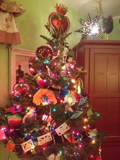 My little Mexican folk art tree:) 2013
