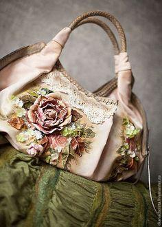 Hand painted leather bag / Кожаная сумка с ручной росписью «Розовый сон» — работа дня на Ярмарке Мастеров. Узнать цену и купить: www.dianachrista.livemaster.ru