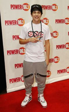 Austin Mahone Photos Photos - Power 96.1's Jingle Ball 2012 - Press Room - Zimbio