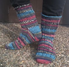 Garnhumlan: Description of Rag socks from the toe - up Knitting Projects, Knitting Patterns, Knitting Ideas, Knit Or Crochet, Knitting Socks, Knit Socks, Mittens, Needlework, Diy And Crafts