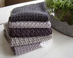 Mit ønske om en hel stak hjemmehæklede karklude be Crochet Home Decor, Diy Crochet, Crochet Placemats, Christmas Crochet Patterns, Crochet Dishcloths, Crochet Blankets, Crochet Kitchen, Textiles, Crochet For Beginners