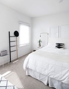 How to Achieve a Minimal Scandinavian Bedroom. Minimalist Bedroom Designs To view further for this article, visit the image link. Minimalist Bedroom Small, Minimal Bedroom, Minimalist Apartment, Trendy Bedroom, Modern Bedroom, Bedroom Decor, Bedroom Ideas, Bedroom Storage, Bedroom Simple