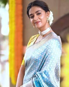 Keerthy Suresh Hot, Indian Bridal Sarees, Fancy Sarees, Most Beautiful Indian Actress, Bollywood Stars, Beautiful Saree, India Beauty, Indian Actresses, Sari
