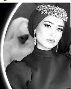 Modèles de maquillage Hijab 2020 Modèles de maquillage Hijab 2020 – – Modèle… – Tesettür Makyajı Modelleri 2020 – Tesettür Modelleri ve Modası 2019 ve 2020 Muslimah Wedding Dress, Muslim Wedding Dresses, Muslim Brides, Muslim Girls, Turban Hijab, Hijab Dress, Wedding Hijab Styles, Hijab Makeup, Hair Scarf Styles