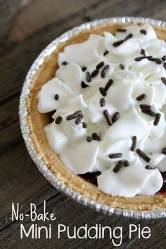 These little mini chocolate pudding pies take less than 5 minutes to make. They are perfect for the whole family! Perfect dessert to serve to guests, too.