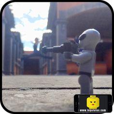 Tomando fotos fuera de este mundo!!! www.legofotos.com 2016 @legofotos_ Fotografía: @PPlotzin  #suculentas y #deliciosas #fotos  #nikon #legophotography #legovideos  #disney #legostagram  #legominifigs #brickfans #creative #legos #bricks #art #bricknetwork #toy #build #creation  #minifigure #minifigures  #legoland  #ig_santanderes #alien #fotografo #danza #sesion by legofotos_