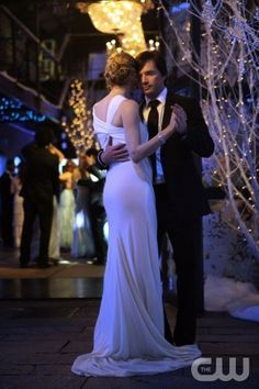 """""""Its a Wonderful Lie""""  Pictured: Kelly Rutherford as Lily and Matthew Settle as Rufus  Photo Credit: Giovanni Rufino / The CW  © 2008 The CW Network, LLC. All Rights Reserved."""