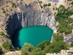 Первая из таких трубок была обнаружена на юге Африки в провинции Кимберли, по имени этой провинции и стали называть трубки кимберлитовыми