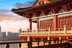 Kinas inrikesflyg är väl utbyggt. Utöver Air China (CA), som flyger både utrikes och inrikes, finns ett trettiotal bolag som flyger inrikes. Förväxla inte Air China med China Airlines. Det sistnämnda är ett taiwanesiskt flygbolag. Kina är i dag världens största köpare av moderna passagerarflygplan. Man köper mestadels amerikanska Boeing- och europeiska Airbus-plan. Det är … Big Ben, Louvre, Building, Travel, Viajes, Buildings, Trips, Construction, Tourism