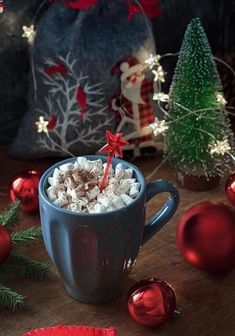 How about some plant-based hot cocoa with mint? Tasting just like 🤤 Oh dear, why is Christmas such a perfect season for this kind of wholesome and comfortable drink? Christmas Coffee, Christmas Mood, Christmas Colors, Christmas And New Year, All Things Christmas, Christmas Decorations, Christmas Qoutes, Christmas Ideas, Holidays And Events
