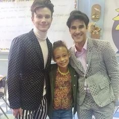 BTS picture chriscolfer and @DarrenCriss with one of the kids from 6x13