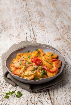 Das comidinhas aos pratos principais! Selecionamos receitas veganas para você variar o cardápio Go Veggie, Yummy Veggie, Veggie Recipes, Vegetarian Recipes, Healthy Recipes, Healthy Snacks, Vegan Lunches, Vegan Foods, Vegan Kitchen