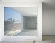 Galería de Casa en Litoral Alentejano / Aires Mateus | Square Window House |