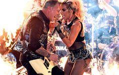 James Hetfield e Lady Gaga durante l'esibizione ai Grammy!