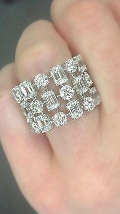 Ear Jewelry, Jewelry Accessories, Fine Jewelry, Jewelry Design, Diamond Rings, Diamond Jewelry, Gold Jewelry, Vintage Jewelry, Modern Jewelry