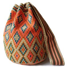 Traditional single-thread large mochila bags are one of the most iconic crafts in Colombia. Each piece has taken over 20 days to make and is sure to last you throughout the years. Tapestry Bag, Tapestry Crochet, Textile Patterns, Crochet Patterns, Tunisian Crochet, Big Bags, Love Crochet, Knitted Bags, Crochet Projects