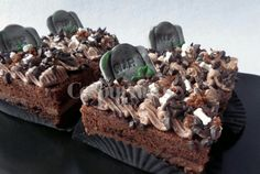 Death by chocolate Death By Chocolate, Stuffed Mushrooms, Vegetables, Halloween, Desserts, Food, Meal, Deserts, Essen