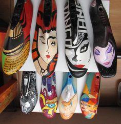 Pasos de carnaval. hormas antiguas de madera pintadas a mano por Susana Munay Hand Painted Chairs, Shoe Molding, Found Object Art, Old Shoes, Shoe Last, Shoe Tree, Craft Shop, Painted Shoes, Recycled Art