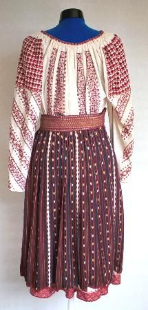 Women's costume from Oltenia