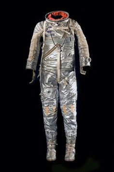 """Freedom 7 Spacesuit Alan B. Shepard, one of the original """"Mercury wore this suit on the first flight of an American astronaut in Image: National Air and Space Museum, Smithsonian Institution, Mark Avino Nasa, Astronaut Suit, Project Mercury, Space Outfit, Air And Space Museum, Space Race, Chemical Engineering, Space And Astronomy, Space Program"""