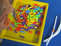 Making friendship bracelets in preschool: colored straws and pipecleaners | Teach Preschool