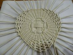 Upcycled Crafts, Diy And Crafts, Rattan, Wicker, Cardboard Crafts, Basket Weaving, Loom, Projects To Try, Knitting