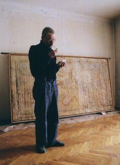 Mikołaj Smoczyński with his painting (atelier at Legionowa street in Lublin), photo: Stanisław Zbigniew Kamieński, 29.XII.2005.