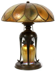 Tiffany Studios Favrile Glass Table Lamp with Lower Globe and Shade Louis Comfort Tiffany, Antique Lamps, Vintage Lamps, Vintage Lighting, Lampe Art Deco, Art Deco Lamps, Chandeliers, Chandelier Lamp, Stained Glass Lamps