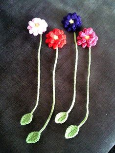 Dahlia Flower Bookmark - free patterns by My Hobby is Crochet Blog. With links to the patterns used. #CrochetProjects