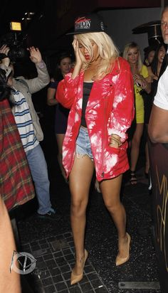 Rihanna Riri Fenty badgalriri street style fashion outfit 2012 candid paparazzi pictures photos blonde hair blondanna