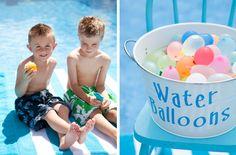 Disfruta del fin de semana en #familia alrededor de la piscina con estos #juegos de #agua divertidos. #Felizviernes #piscina