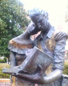 Reading couple statue on the campus of the University of North Carolina at Chapel Hill.
