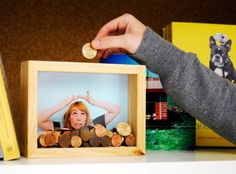 DIY Photo Frame Piggy Bank Use picture of what you are saving for Diy And Crafts, Crafts For Kids, Arts And Crafts, Craft Projects, Projects To Try, Engineer Prints, Money Box, Diy Photo, Fundraising