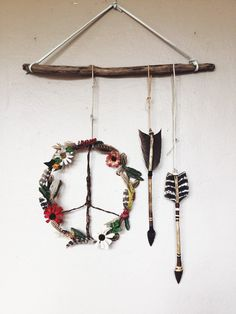 The Bohochic Wildflowers Feathers Wooden Peace Sign Wreath Handmade Arrows is the perfect rustic, earthy wall piece OR door wreath for Spring and festival) season! And a hippiechic decor must-have for any Gypsysoul, no matter what time of year! ➶❁☮❁➴