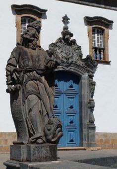Profetas esculpidos em pedra-sabão por Aleijadinho, Santuário do Bom Jesus de Matozinhos, Congonhas, Minas Gerais, Brasil.