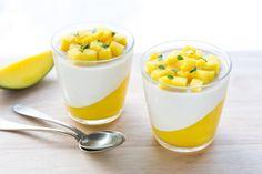 Panna cotta al mango Gourmet Recipes, Sweet Recipes, Dessert Recipes, Cooking Recipes, Torte Cake, Pie Cake, Mousse, Vanilla Panna Cotta, Mango