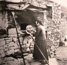 Greece Photography, Vintage Photography, Old Pictures, Old Photos, What A Country, Greece History, Old Greek, Crete Island, The Old Days