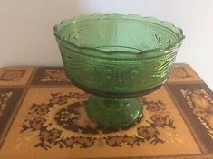 E O Brody USA Emerald Green Pressed Pedestal Fruit Dish | eBay Fruit Dishes, Glass Dishes, Vintage Green, Home Decor Styles, Pedestal, Emerald Green, Art Deco, Porcelain, Usa