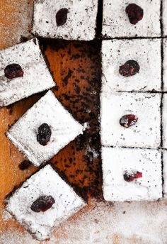 You should definitely make this #glutenfree gingerbread cake! It's easy to make, egg-free, dairy-free and vegan too! | Gourmandelle.com