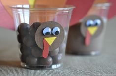 This is so adorable!  Great for grandkids as a snack after eating all their Thanksgiving dinner.  You can add paprer feathers or the real ones to add more color. Fun!!!