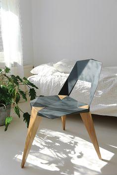 Sander Mulder – Op zoek naar ontwerpinnovaties: Zijn producten zijn vaak 'ongebruikelijk' vormgegeven; neem bijvoorbeeld de #hoekig gevormde #stoel op drie poten, 'Pythagoras'.
