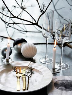 ' Eat, drink and be merry' - with less than a week to go we couldn't resist sharing some creative approaches to dressing your table for Christmas. Get some ideas from our look at Contemporary Christmas Table-scapes here! Christmas Mood, Noel Christmas, Scandinavian Christmas, Modern Christmas, Simple Christmas, All Things Christmas, White Christmas, Christmas Place, Christmas Candle