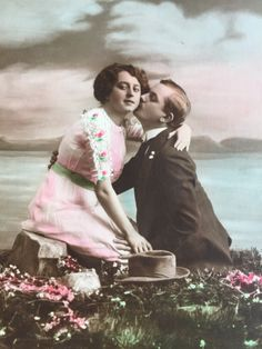 1914 French postcard * Man kissing lady on cheek by the lake * Tinted photograph…