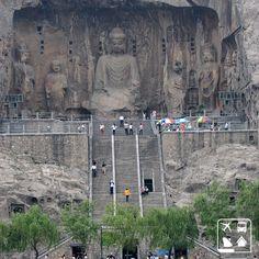 (( Grutas de Longmen, China ))  As Grutas de Longmen compõe-se de cerca de 2.345 grutas que se estendem por um quilômetro e possuem mais de 100.000 estátuas de budas. A sua construção demorou quase 150 anos para ser finalizada.  Impressionante, não é?