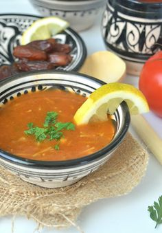 Ramadan is approaching again and for Moroccans no ramadan without harira! The tomato soup with chickpeas contains all sorts of … Kofta Kebab Recipe, Harira Soup, Bbq Lamb, Moroccan Kitchen, Lunch Restaurants, Look And Cook, Soup Recipes, Healthy Recipes, Ras El Hanout