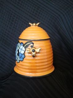 Noritake Beehive Honey Pot  Lusterware  (Japan, Circa 1940s).