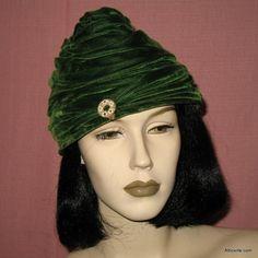 vintage hats for women | Vintage Green velvet hat. Womens 1930s 30s 1940s 40s Deco style toque ...