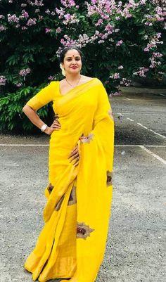Beautiful Girl Indian, Most Beautiful Indian Actress, Beautiful Saree, Beauty Full Girl, Beauty Women, Bollywood Girls, Tamil Girls, South Indian Actress Hot, Indian Beauty Saree